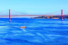 Lissabon, Portugal-Fluss der Tajo und Brücke Stockfotos
