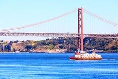 Lissabon, Portugal-Fluss der Tajo und Brücke Stockfoto