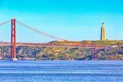 Lissabon, Portugal-Fluss der Tajo und Brücke Lizenzfreie Stockfotos