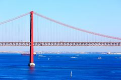 Lissabon, Portugal-Fluss der Tajo und Brücke Stockbild