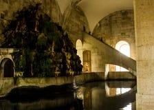 Lissabon, Portugal: inneres Mãe-d'à  gua (die Mutter des Wassers) und Wasserfall Stockbild
