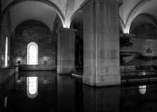 Lissabon Portugal: inre gua för Mãe d'Á (vattens moder) Arkivbild