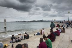 Lissabon, Portugal - Juni 10, 2018: Kust in Praca do Comercio Lis Stock Afbeeldingen