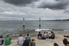 Lissabon, Portugal - Juni 10, 2018: Kust in Praca do Comercio Lis Stock Foto's