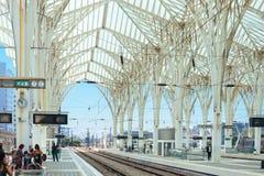 LISSABON PORTUGAL - JUNI 30, 2016: Plattformar av Lissabonet Orient Royaltyfri Bild