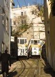 Lissabon, Portugal: Lisbo, Portugal: De tramsporen van de oude kabelbaan van Lavra Royalty-vrije Stock Foto's
