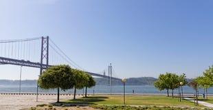 Lissabon, Portugal - Mei 15: vijfentwintigste van April-brug in Lissabon op 15 Mei, 2014 vijfentwintigste van de Brug van April Stock Afbeelding