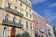 LISSABON, PORTUGAL - NOVEMBER 4, 2017: Kleurrijke voorgevels bij het Echte vierkant van Principe in Bairro-Altbuurt Stock Afbeelding