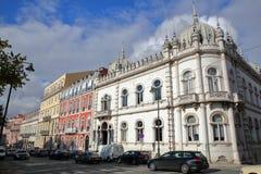 LISSABON, PORTUGAL - NOVEMBER 4, 2017: Kleurrijke voorgevels bij het Echte vierkant van Principe in Bairro-Altbuurt met Embaixada Royalty-vrije Stock Foto's