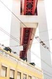 LISSABON, PORTUGAL - Oktober 29, 2016: De brug van 25 DE Abril over Royalty-vrije Stock Afbeeldingen