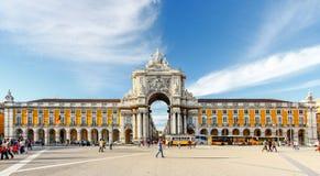 LISSABON PORTUGAL - OKTOBER 12,2012: Den berömda bågen på Pracaen gör Royaltyfria Bilder