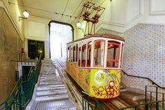 LISSABON, PORTUGAL - OKTOBER 23,2012: Lissabons Gloria funikuläres c Lizenzfreies Stockbild