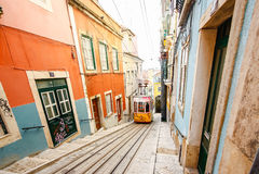 LISSABON, PORTUGAL - OKTOBER 23,2012: Lissabons Gloria funikuläres c Stockfoto