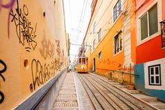 LISSABON, PORTUGAL - OKTOBER 23,2012: Lissabons Gloria funikuläres c Lizenzfreie Stockfotos