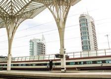 Lissabon Portugal: Oriente (östlig) järnvägsstation och moderna byggnader Arkivbilder