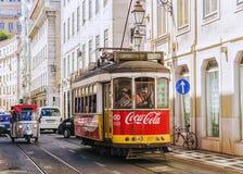 LISSABON, PORTUGAL, 9 SEPTEMBER, 2015: historische rode retro tram adv Stock Fotografie
