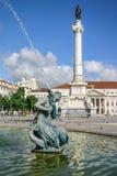 Lissabon Portugal - September 18, 2006: Springbrunn på Rossio Squar royaltyfri fotografi