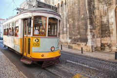 LISSABON, PORTUGAL - SEPTEMBER 14 2017 Uitstekende tram in CIT Stock Foto's