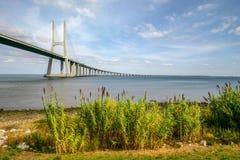 Lissabon, Portugal - September 18, 2006: Vasco da Gama Bridge ove stock afbeeldingen