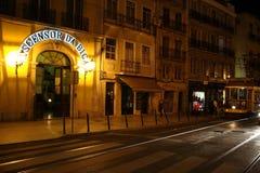 Lissabon röd spårväg royaltyfri fotografi