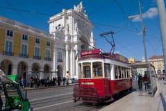 Lissabon röd spårvagn Arkivfoton