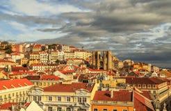 Lissabon sikt med domkyrkan Sé de Lissabon Arkivbilder