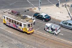 Lissabon spårvagn och Tuk Tuk Royaltyfri Fotografi
