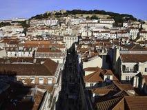 Lissabon stad med slotten för St Jorges i bakgrunden Arkivfoton