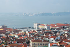 Lissabon-Stadt, Portugal. Aereal-Ansicht am sonnigen Tag Lizenzfreie Stockfotos