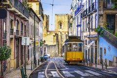 Lissabon-Straßen-Auto Stockbild
