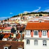 Lissabon tak och Castelo de São Jorge Royaltyfri Bild
