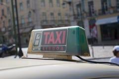 Lissabon taxi royaltyfria foton