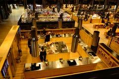 Lissabon Tid ut marknadsför det moderna kök-, lunch-, frunch- och matställestället royaltyfri foto