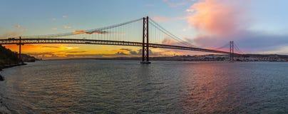Lissabon und 25. von April Bridge - Portugal Lizenzfreie Stockbilder