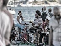 Lissabon visar att av dess afrikan rotar Afro--portugis musikmusikband som i city agerar i Lissabon för att hurra turistsna Royaltyfri Foto