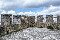 Lissabon von Heilig-Lawrence-Turm bei Castelo de Sao Jorge (Portug Lizenzfreie Stockfotografie