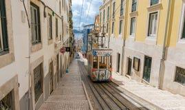 Lissabons Gloria-funikuläres klassifiziert in Bairro Alto Lisbon, Portugal Lizenzfreies Stockfoto