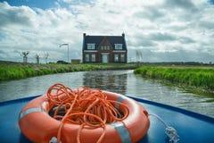 LISSE, holandie - Kwiecień 22, 2017: Dom na brzeg rzeki vi Obrazy Royalty Free