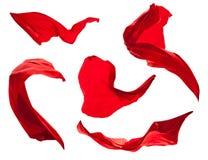 Lissez le satin rouge élégant d'isolement sur le fond blanc photos stock