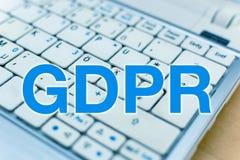 Listów GDPR Ogólnych dane ochrony przepis przed laptop klawiaturą zdjęcie stock