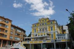 List Bulgarien - Maj 08 2015: HotellAnna slott nära floden Danu Royaltyfria Bilder