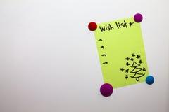 List d'envie del Año Nuevo de la Navidad de la nota del refrigerador imagenes de archivo