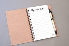 List d'envie del dibujo de la mano en el cuaderno Fotografía de archivo libre de regalías