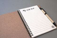 List d'envie del dibujo de la mano en el cuaderno Imágenes de archivo libres de regalías