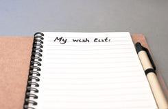 List d'envie del dibujo de la mano en el cuaderno Foto de archivo