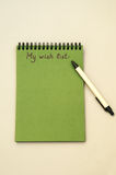 List d'envie del dibujo de la mano en el cuaderno Imagen de archivo
