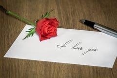 List Miłosny z różą Fotografia Royalty Free