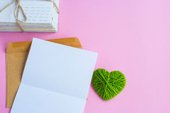 List miłosny z zielonymi sercami Obraz Stock