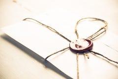 List z foką na stole Obraz Royalty Free