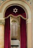 Lista av soldater - judar från Bucharest, som dog i det första världskriget som hänger på väggen i synagogakorallen i Bucharest c Royaltyfri Foto